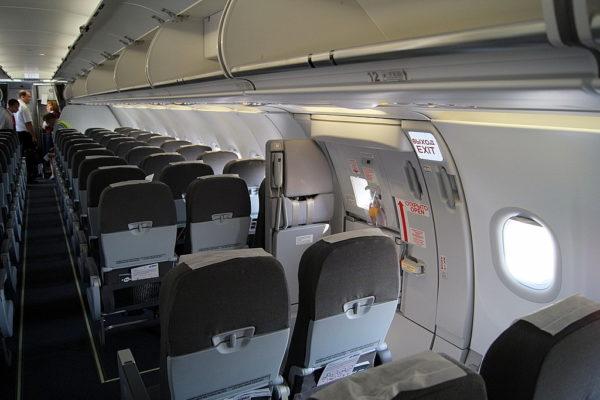 боинг 737 места у аварийного выхода