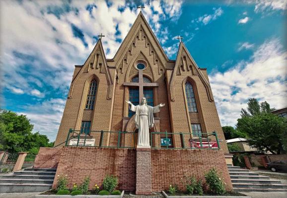 чем отличается православный храм от католического