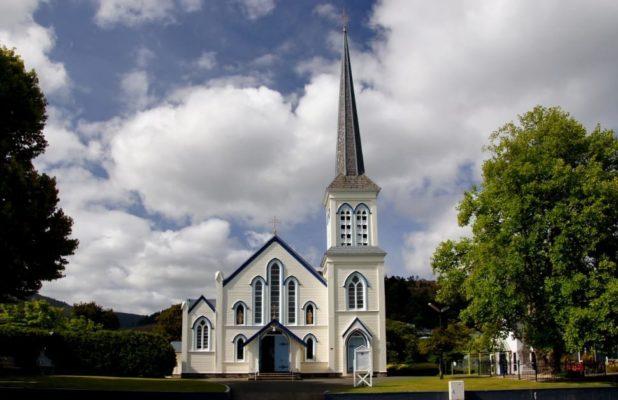 отличие католической церкви